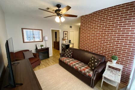 Downtown Apartment #3 - 1 BR/1 Bath On the Square