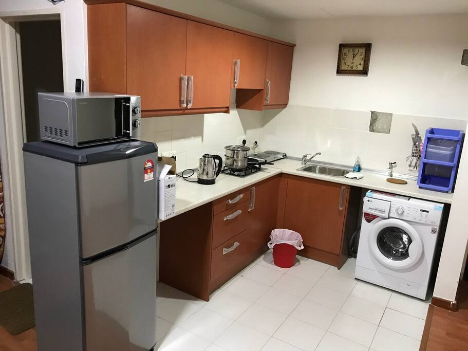 Fully furnished kitchen, new fridge, new microwave, new washing machine, new kettle and cooker
