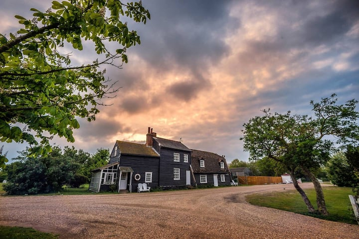 Honeypot Cottage/ 2-bed home on Osea Island, Essex