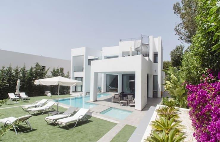 Brandnew villa near the beach of Cala Llenya