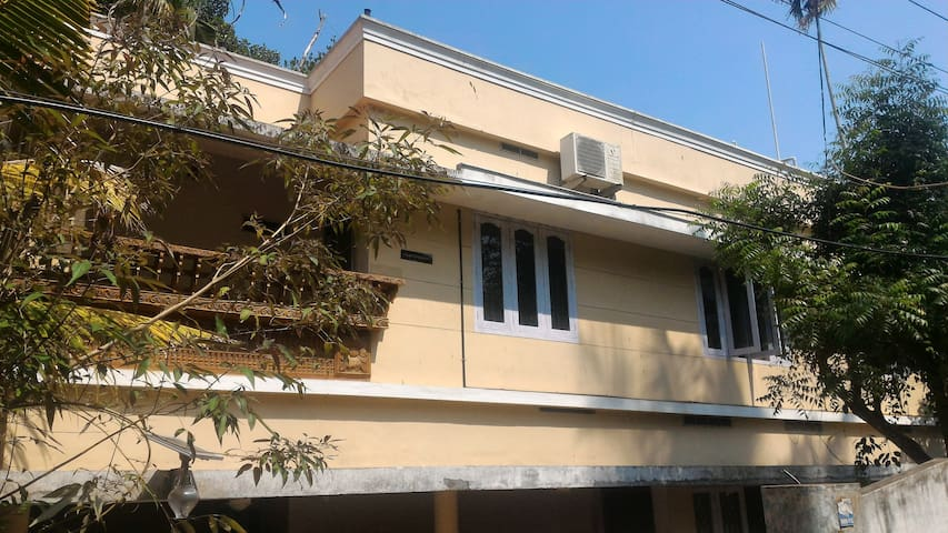 Luxurious Air-conditioned apartment(3 bedrooms) - Thiruvananthapuram - Apartment