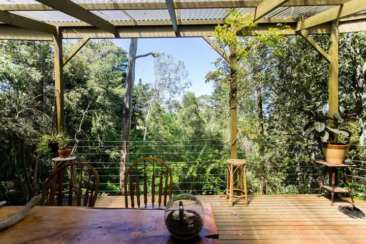 Adelaide Hills treetop getaway