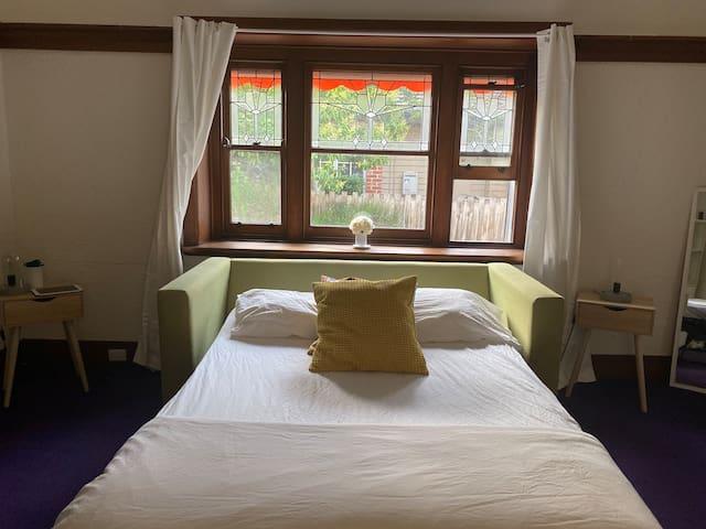 Private single room in the beauty Glen Iris