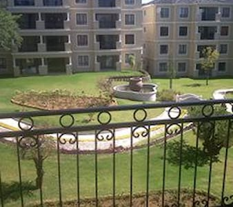 2 bedroom fully furnished apartment. - Midrand