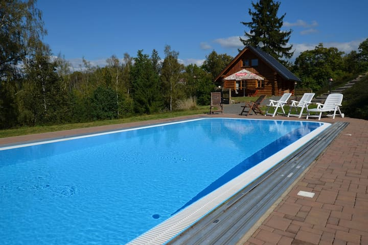 Exceptionally comfortable chalet with heated swimming pool, unhindered view from the terrace!