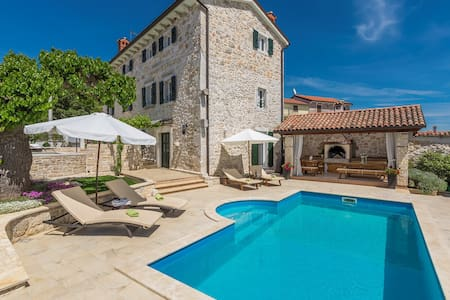 Stone House - Villa Parentium with Private Pool