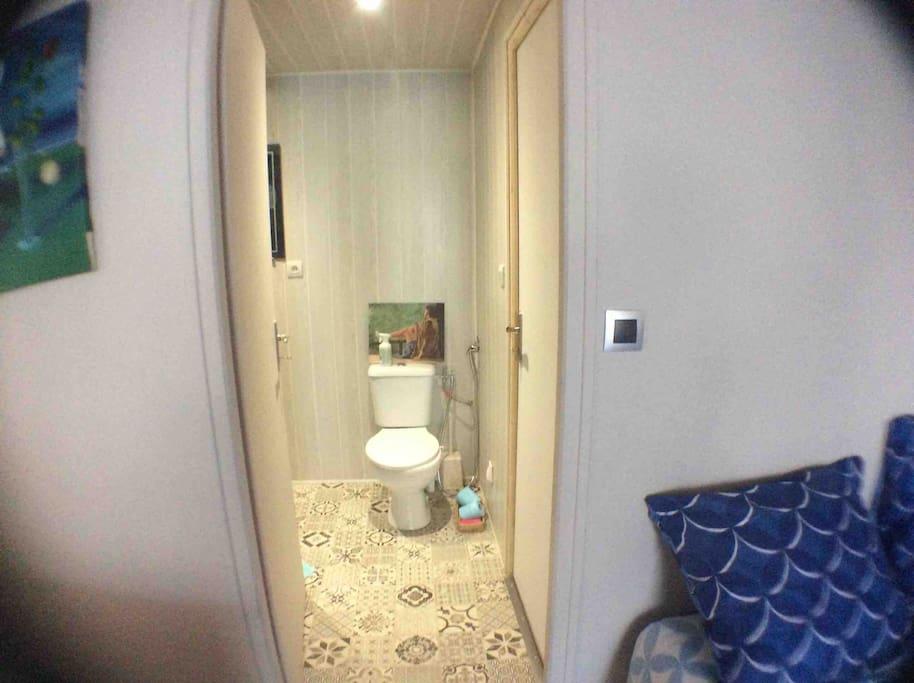 Accès toilettes douche et WC