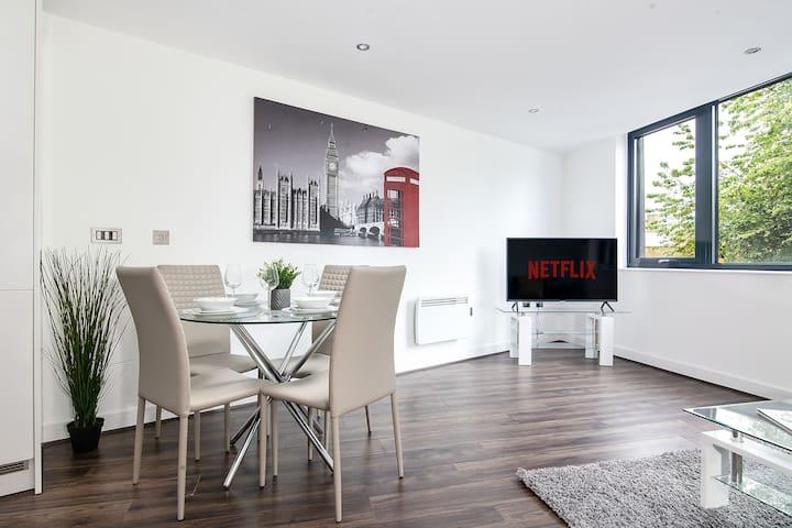 Luxe GETAWAY - Broad Street ®️ Netflix ®️ Business