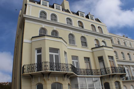 Stylish seaview flat in Grade 2 listed house - Folkestone - Huoneisto