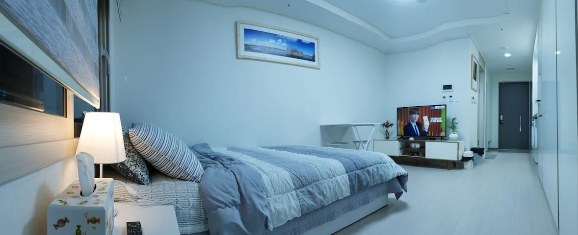 군더더기 없는 인테리어~ 아늑하고 편안하게 쉴 수 있는 침실
