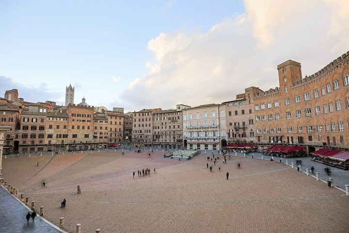Piazza del Campo, nothing will be so central