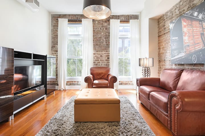 New and Updated Downtown Savannah Loft