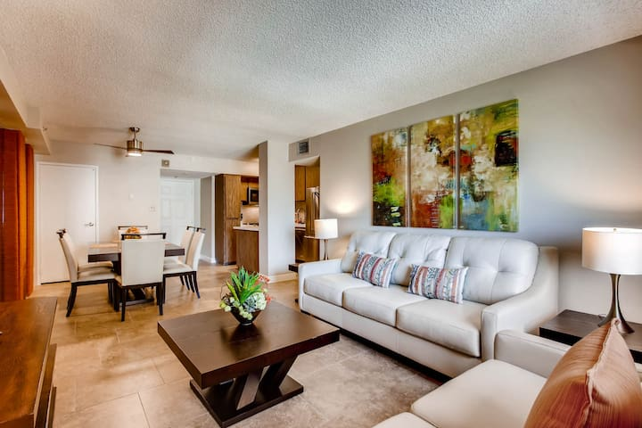 ON THE STRIP! | 2 Bedroom Condo by One Fine Flat