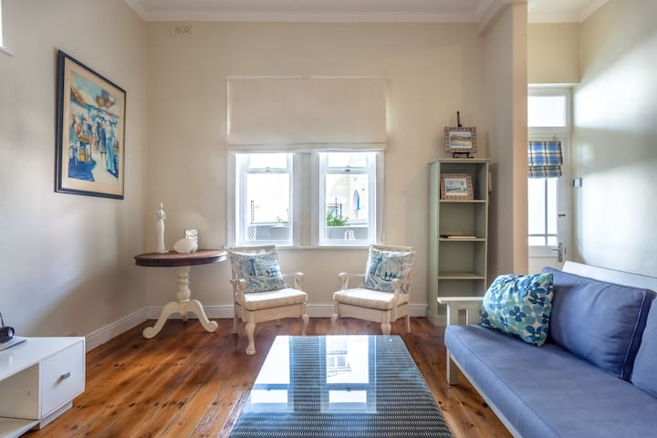 Delightful Seaside Apartment, St James, Kalkbay⭐️
