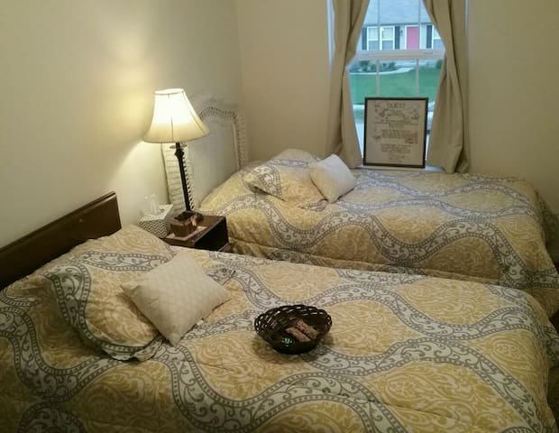 Cozy 2 Bed. Safe & Quiet. ARK/AIG/Airport Central! - Independence - House