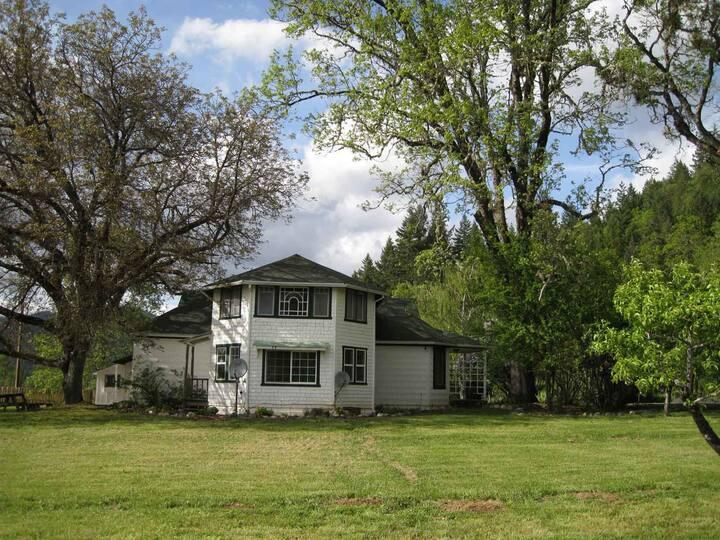 100 Year Old Farm House on Vineyard