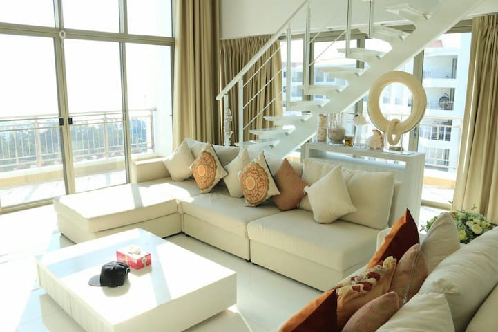 Beach front Condominum, Penthouse