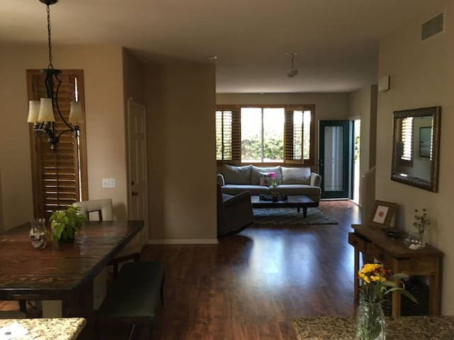 Paradise Place - Walking distance to Bay
