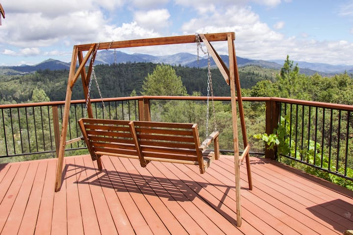 Shasta View Mountain Retreat | 10 min to downtown