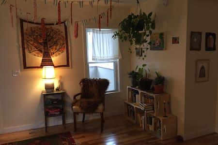 Cozy Room in Burlington's Old North End - Burlington - Apartment