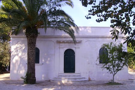 Old pictoresque country house - Ceglie Messapica - Hus