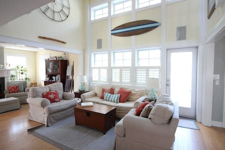 Pottery Barn Beach House-4 beds PLUS guest suite!!
