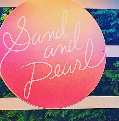 Sand & Pearl oyster bar is just a short walk from Sandbanker
