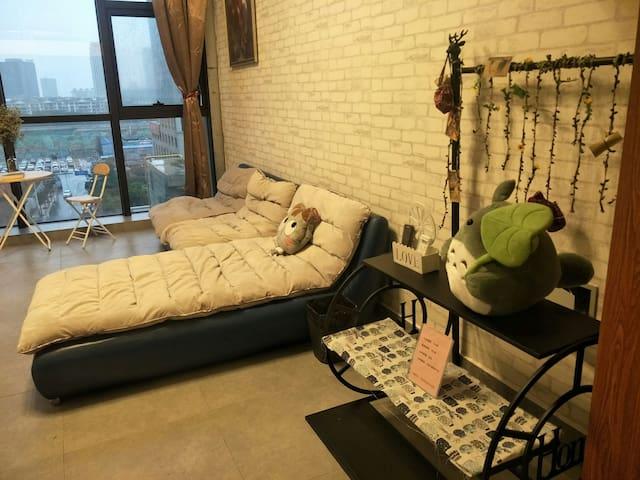 万达广场附近 loft复式公寓 白色恋人风