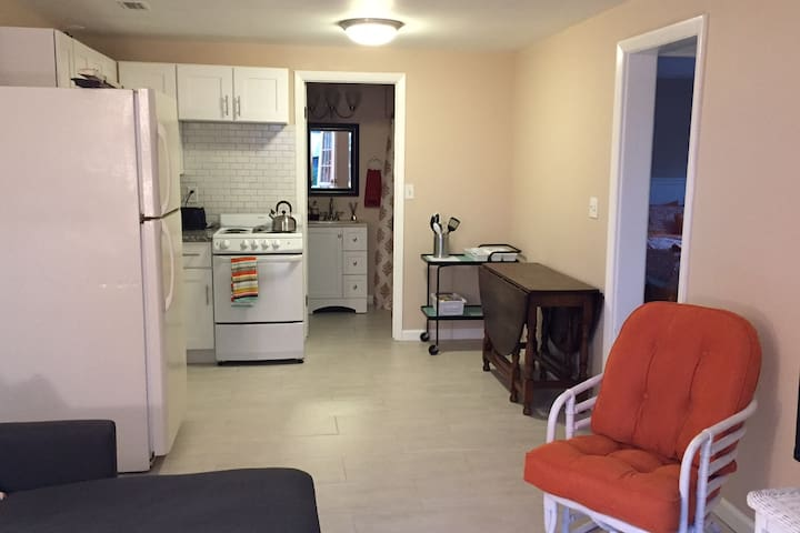 "Cozy 2/1  ""Sweet Suite""--$87, Sun-Th in April! - Panama City - Maison"