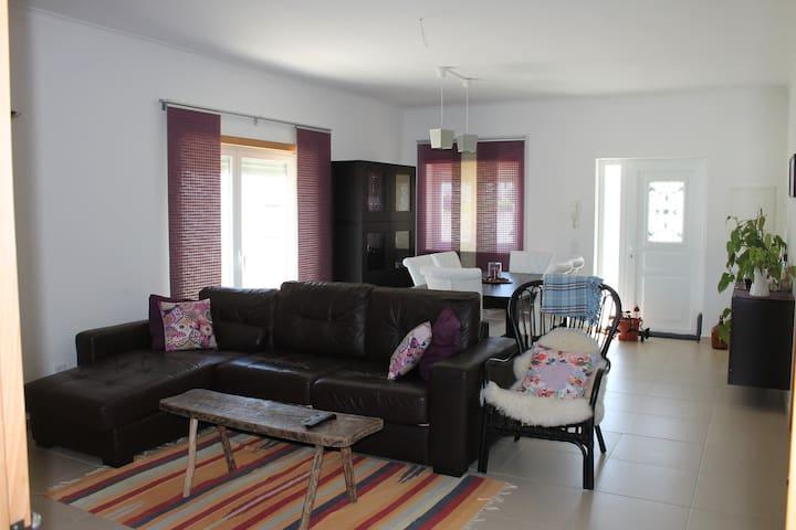Casa Amarela, 9 guests option - Santarém - Holiday home