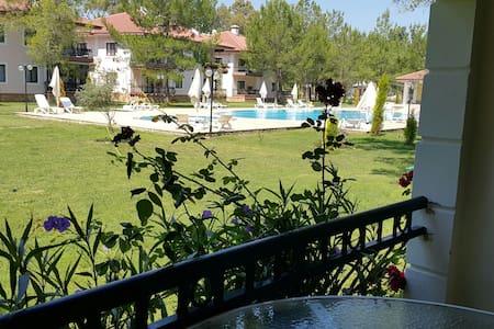 Havuzlu site içinde villa - Gökova mahallesi - Inap sarapan