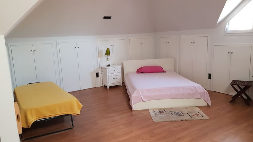 Attic 10 min to Moncloa.Look the photos