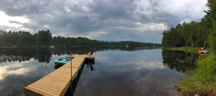 Family oriented lakefront chalet - Laurentians