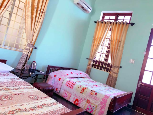 Large room - 2 Beds