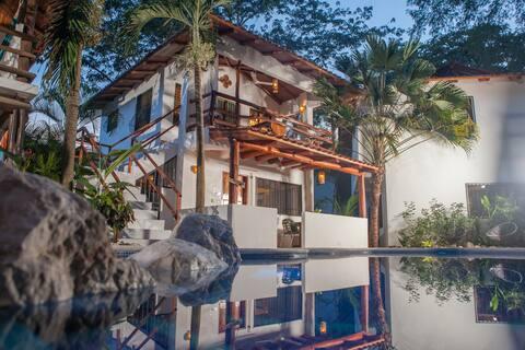 Villa Jardin - 2 Bdrm, pool, walk to beach