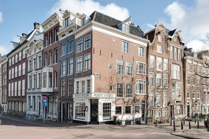 Lovely private apartment with view over two canals - Amsterdam - Daire