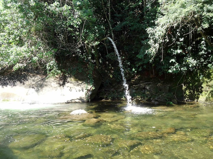 Casa  da Cachoeira no pé da Serra de Friburgo