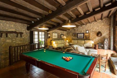Apartamento en Garrotxa, con piscinas naturales. - Casa