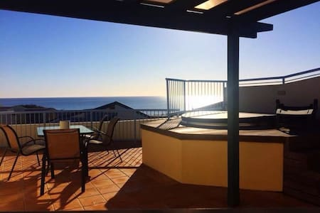 Penthouse apartment  rooftop spa - Castaways Beach - Leilighet