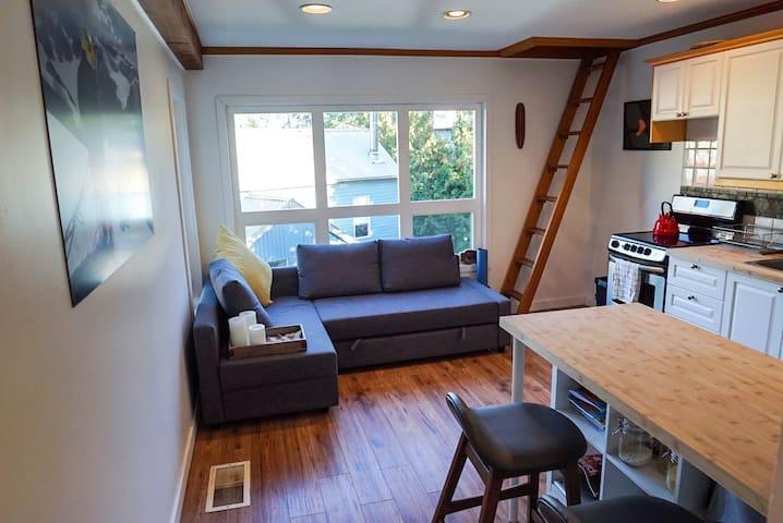 Cozy Creekside 1 bdrm + Loft Apartment