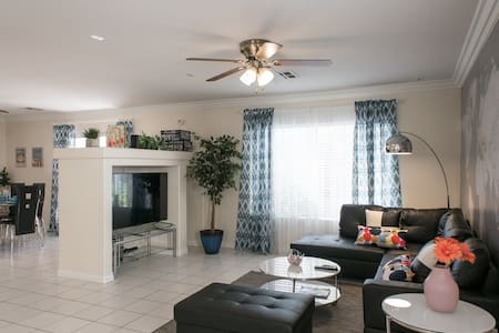 Comfy clean quiet 3Br house close to Strip&Airport