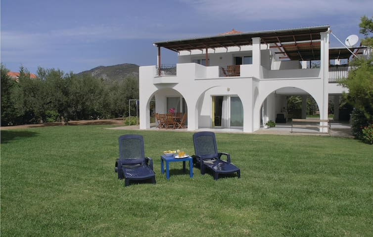 Holiday apartment with 2 bedrooms on 65m² in Ermioni