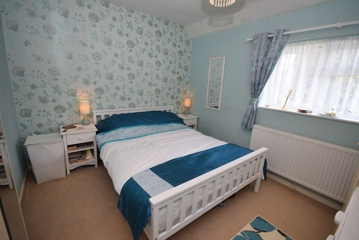 Nice room in Redhill - Redhill - House
