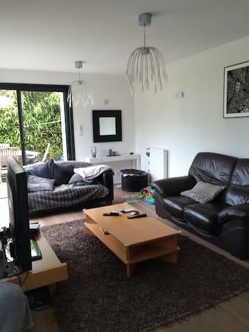 Maison rénovée  contemporaine sur Larmor-Plage - Larmor-Plage - House