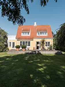 Fantastisk hyggeligt hus i Dragør / København - Dragør - Casa
