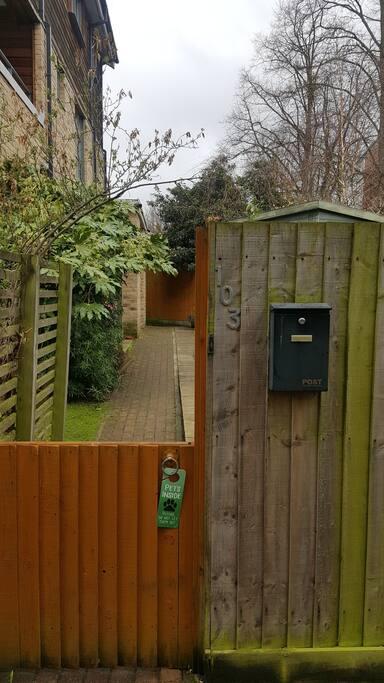 The garden gate - please come in