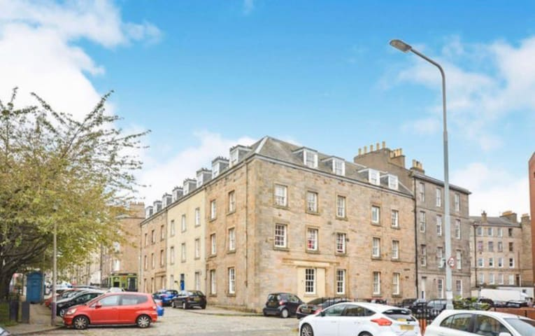 Entire flat within the popular area, Leith