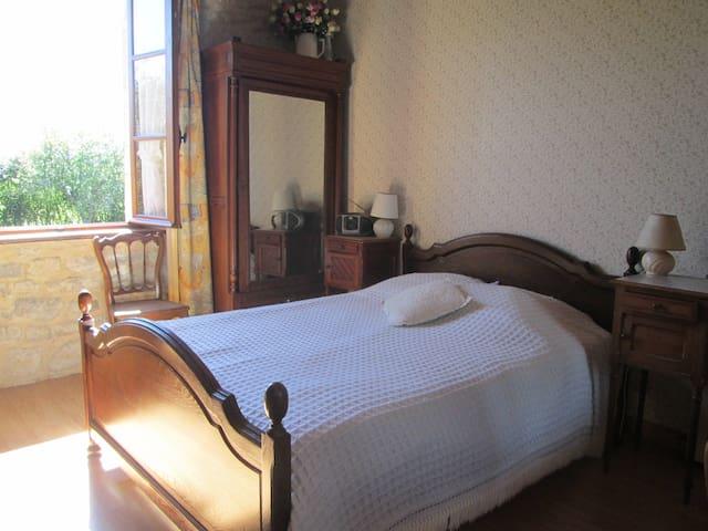 Dans la fermette romantique 2 - Castilly - Casa
