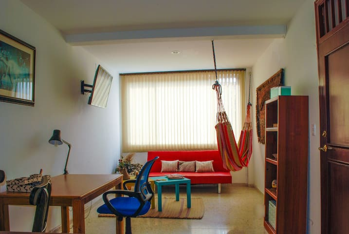 1 bedroom apartment, unbeatable location, w/air c - Cali - Byt