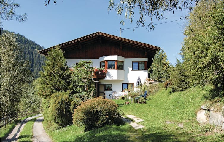 Holiday apartment with 3 bedrooms on 85m² in Jerzens